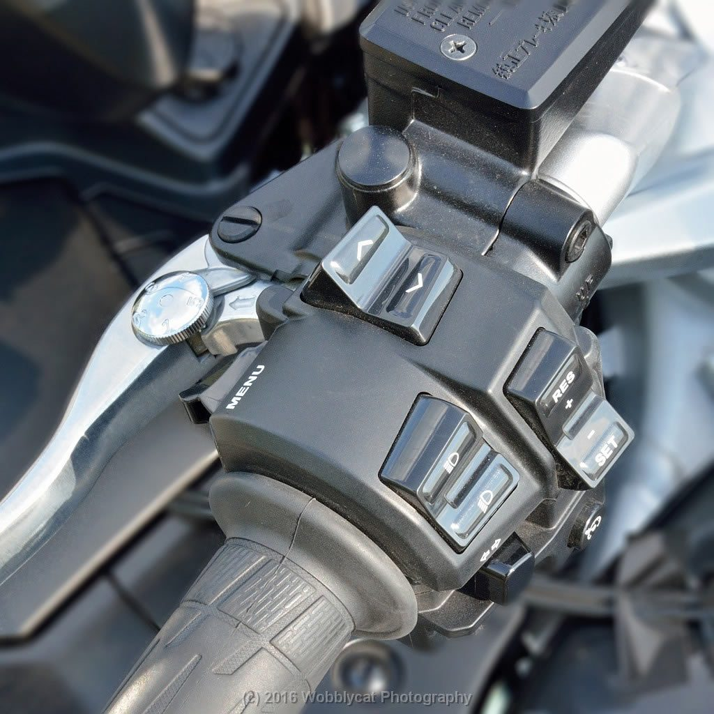 Yamaha FJR1300 Review - left hand cluster