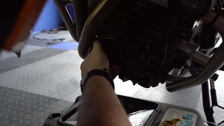 bmw f700gs oil change - step 5 - install new oil filter
