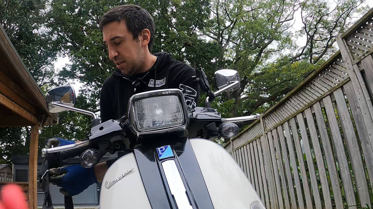 how to unstrap a vespa when towing